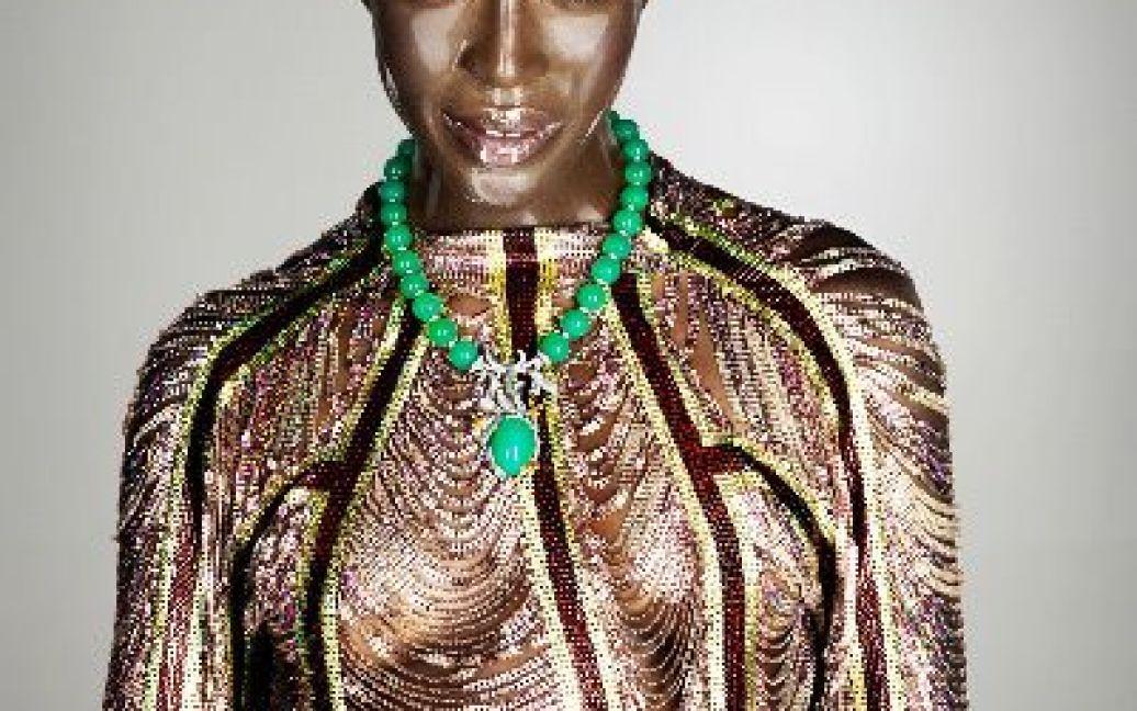 На обкладинці Soon International Magazine модель постала лисою / ©