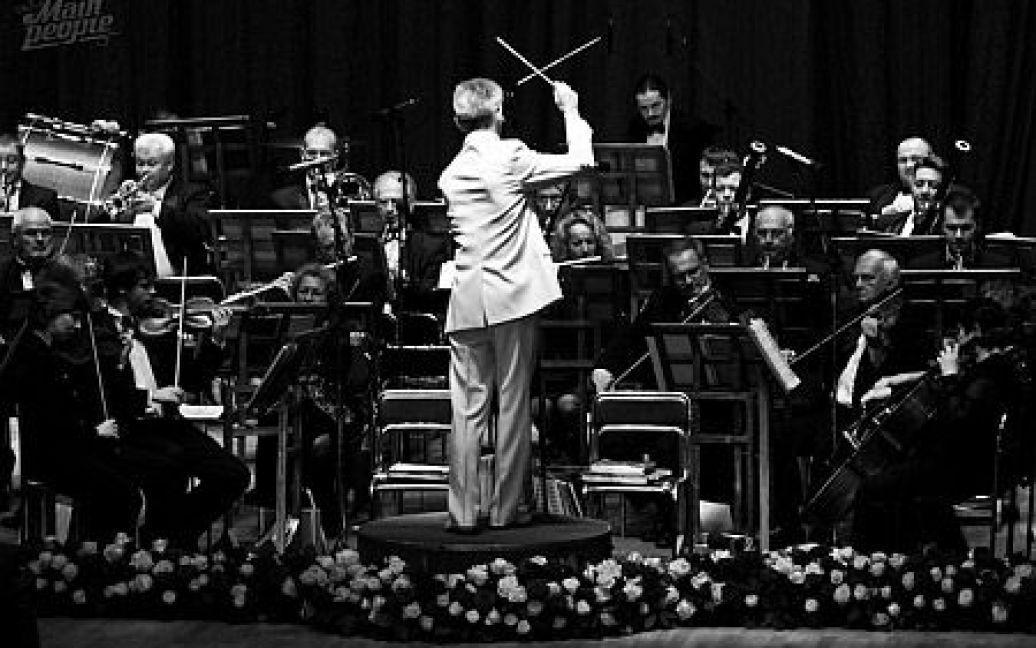 """Після цього під """"Онєгінський"""" полонез Чайковського на паркет вийшли дебютанти балу. / © Main People"""