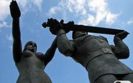 Снос Монумента Славы во Львове оказалось сверхсложным делом
