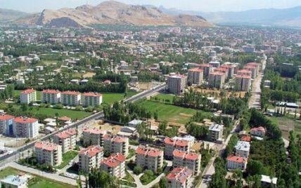 Землетрус в Туреччині: обвалився 7-поверховий будинок, люди в паніці