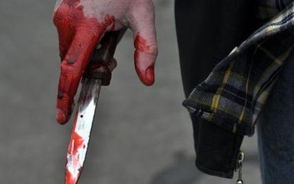 """Крадій штрикнув ножем міліціонера, який застукав його за """"ділом"""""""