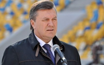Янукович збирається на Буковину. У людей перевіряють горища