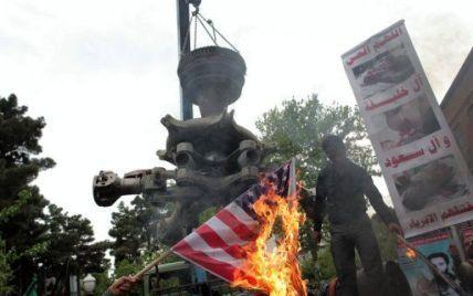 """Тисячі іранців вийшли на вулиці під гаслами """"Смерть Америці!"""""""