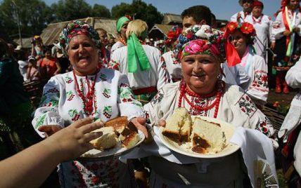 На Сорочинському ярмарку заборонили рибу, десерти і млинці