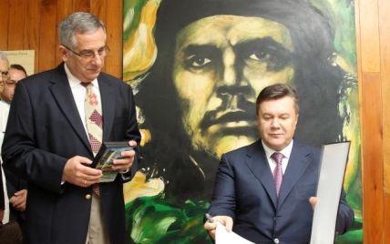 """Янукович провів """"дуже цікаву розмову"""" з Фіделем Кастро"""