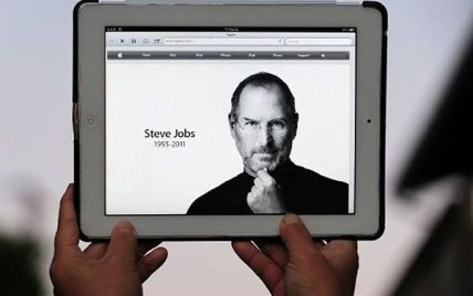 Перша офіційна біографія Стіва Джобса надійшла в продаж