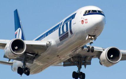 Над Варшавою кружляє і не може сісти Boeing з 230 людьми на борту