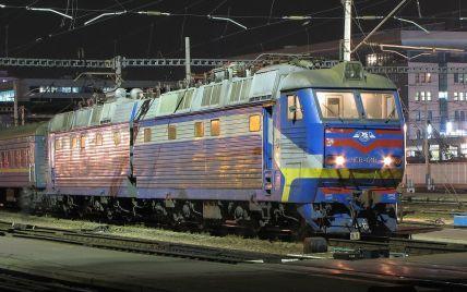 Укрзалізниця скасує не всі нічні потяги