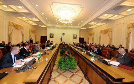 Азаров змусить міністрів вести блоги