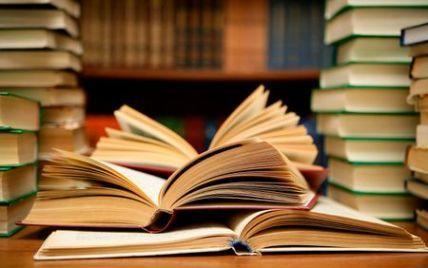 Порошенко хочет вернуть бесплатные учебники для всех школьников