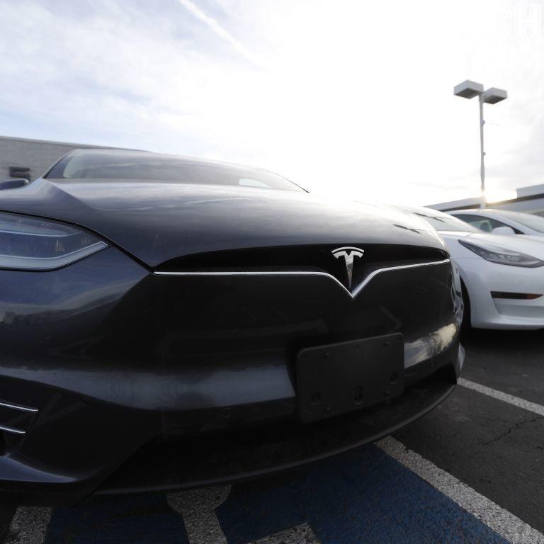 Tesla звинуватили в махінаціях з динамічними характеристиками електрокарів