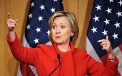 """Клінтон, прочитавши sms про смерть Каддафі, радісно вигукнула: """"Wow"""""""