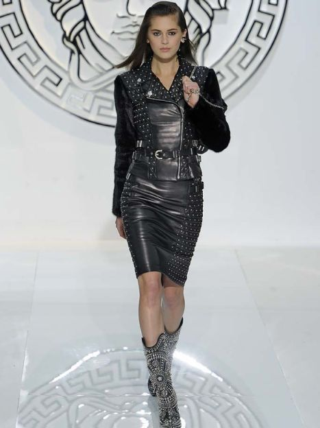 Versace прет-а-порте осень-зима 2013-2014 / © East News