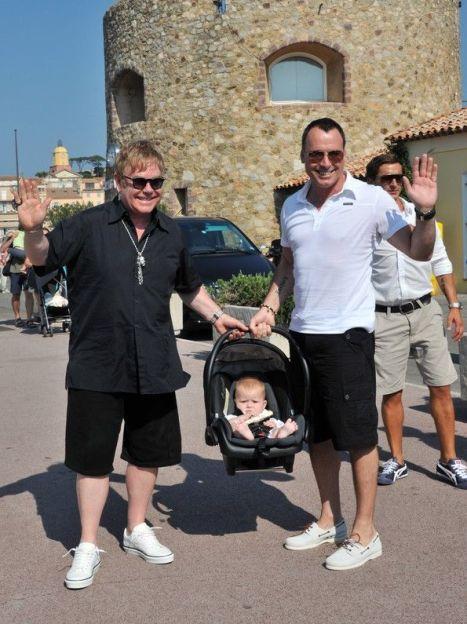 Элтон Джон и Дэвид Ферниш с сыном Захарием / © East News