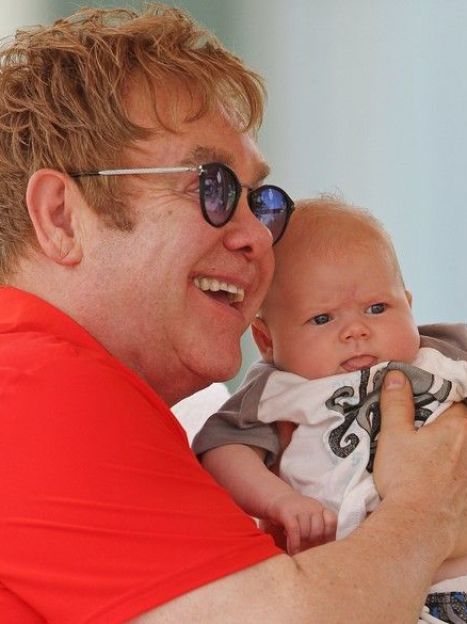 Элтон Джон с сыном Захарием / © East News
