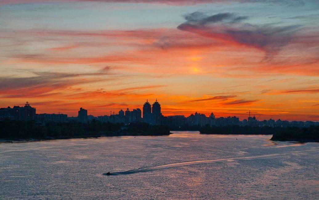 Захід сонця у Києві 11.07.2012. Фото l-z-foto.livejournal.com / ©