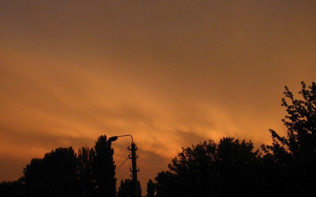 Захід сонця у Києві 11.07.2012. Фото пабліку vk.com/typical_kiev / ©