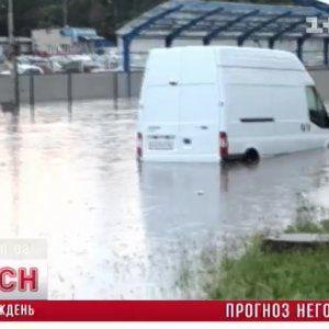 Україна підбила страшні підсумки смерчів і повеней