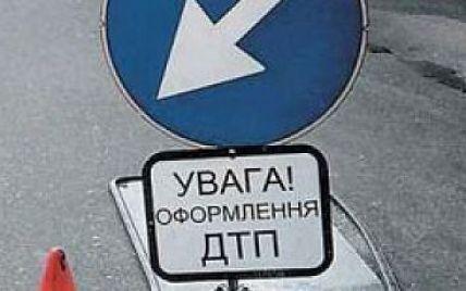 У Києві джип на великій швидкості протаранив маршрутку