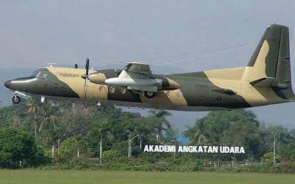 Військовий літак впав на Джакарту, є жертви і десятки поранених