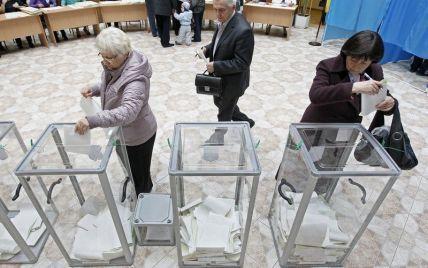 В регионах на выборах президента голосуют под церковные колокола и в очередях