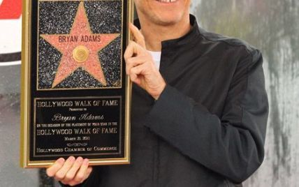 Музыкант Брайан Адамс получил звезду на Аллее Славы