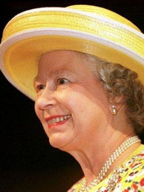 """Мы говорим """"королева"""" - подразумеваем шляпки, мы говорим """"шляпки"""" - подразумеваем королеву Елизавету II (AFP) / ©"""