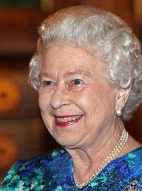 Британская королева всегда элегантна и даже без шляпы(AFP) / ©