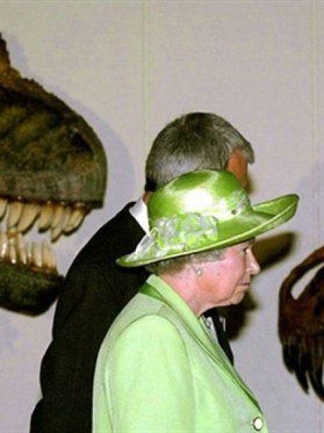 Британская королева всегда элегантна и всегда в шляпе, подобранной в тон к наряду (AFP) / ©