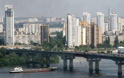 У Києві на мосту Патона сталася ДТП за участю міліціонера