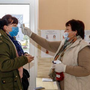 В больницах и на дому: как голосовали больные коронавирусом граждане