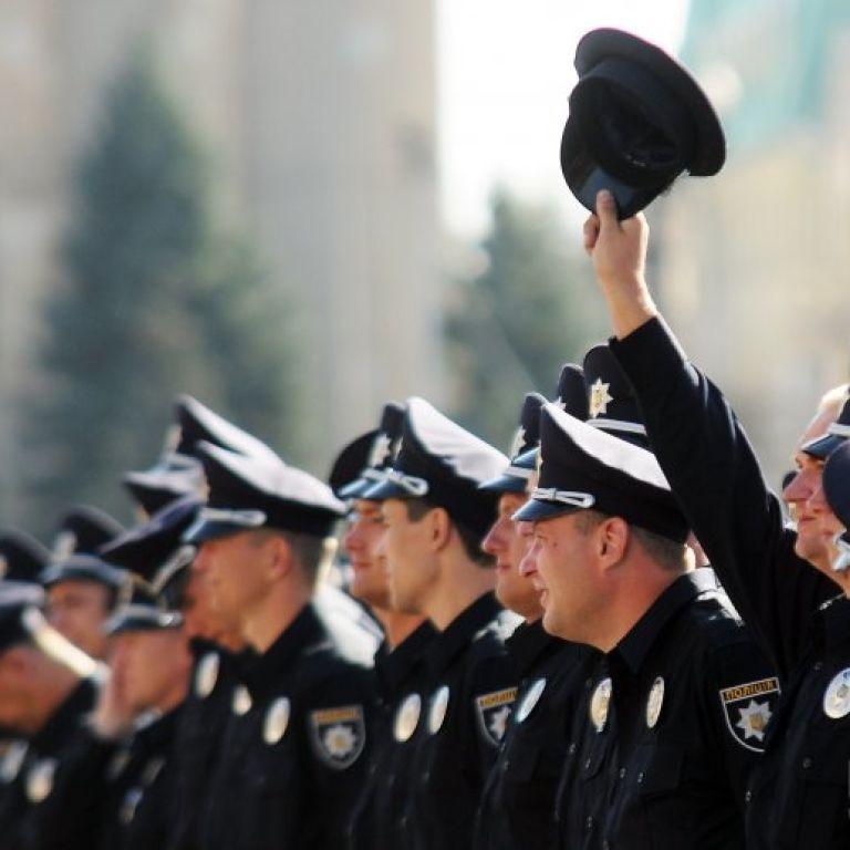Поліція відсьогодні офіційно замінила міліцію в Україні