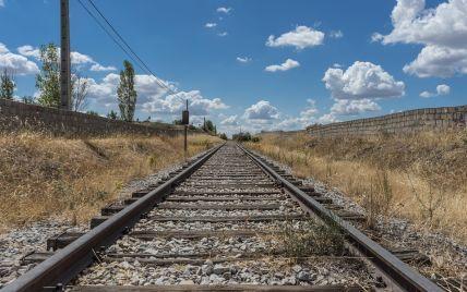 Погиб мгновенно: в Одессе поезд сбил мужчину
