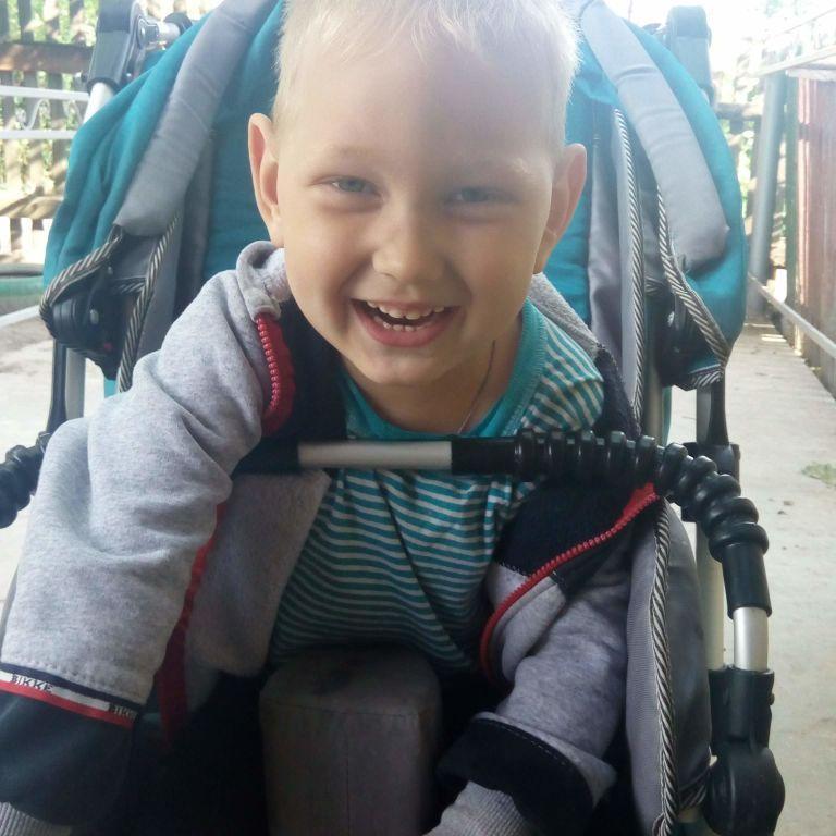 Родина Дорошків просить допомоги у лікуванні сина Владислава