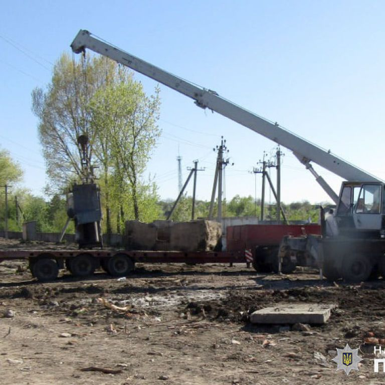 Случайно задел высоковольтную сеть: в Хмельницкой области на работе убило током 34-летнего мужчину