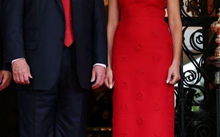 Мелания Трамп подчеркнула идеальную фигуру алым платьем от Valentino