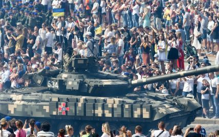 Грандиозные парады, забеги в вышиванках и рекорды: как Украина отпраздновала 30-й День Независимости