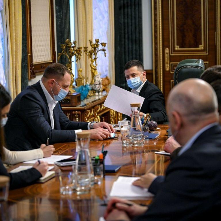 Должна быть презентация: Зеленский поручил Кабмину объяснить бизнесу, как можно работать во время январского карантина