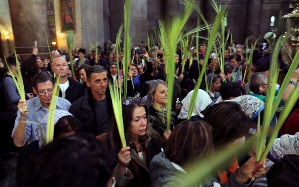 Верующие на службе в Храме Гроба Господня в Старом городе Иерусалима / © Reuters