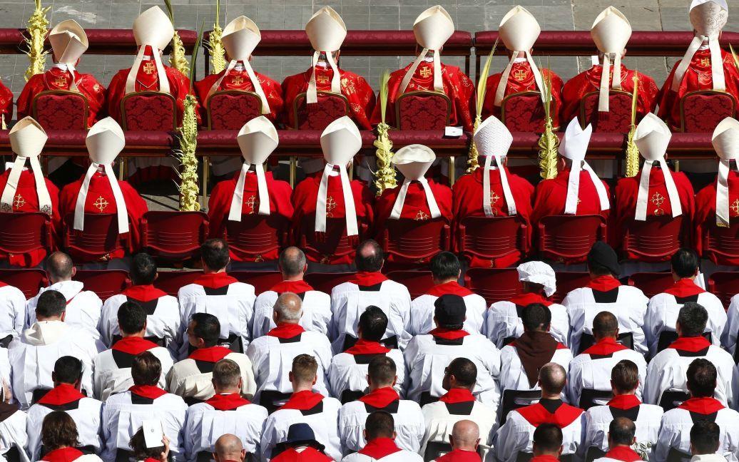 Кардиналы и священники на мессе в Ватикане / © Reuters