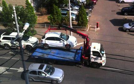 В Украине водитель отсудил крупную сумму за безосновательную эвакуацию автомобиля