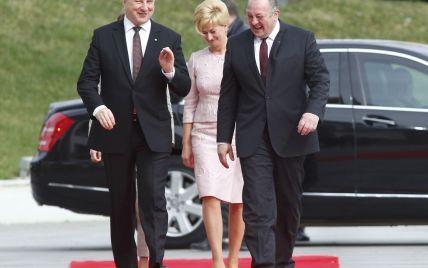 Не хуже Летиции: президенты Грузии и Латвии показали своих жен