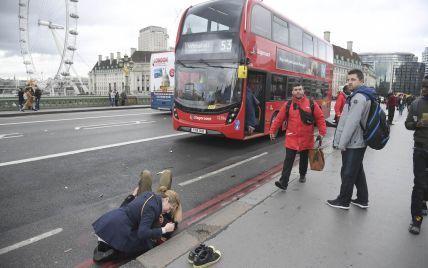 Опубликованы первые фото с места кровавого инцидента возле парламента в Лондоне