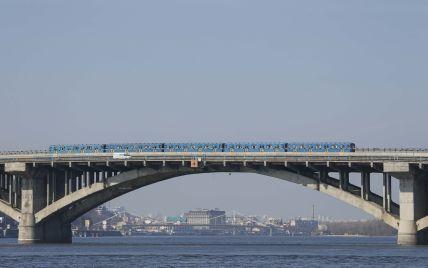 В Киеве из-за ремонта на три дня ограничат движение на мосту Метро