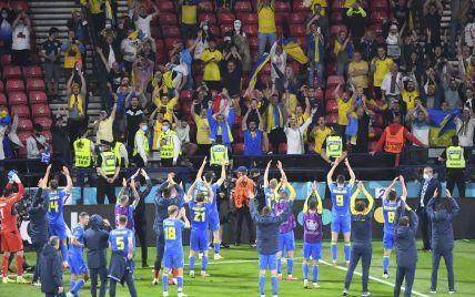 Дикі танці: як футболісти збірної України святкували вихід до 1/4 фіналу Євро-2020 у роздягальні (відео)