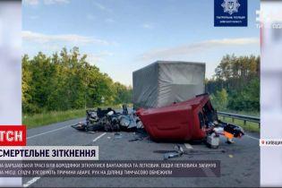 Новини України: у Київській області сталася смертельна ДТП – зіткнулися вантажівка і легковик