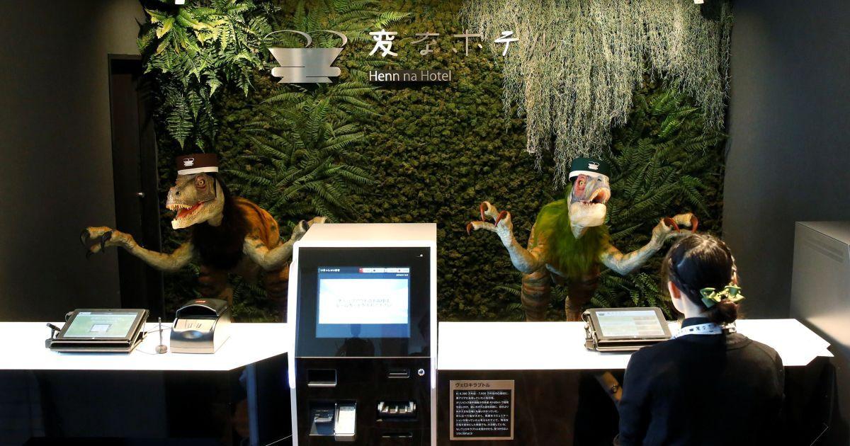 Динозавры-администраторы на рецепции / © Reuters