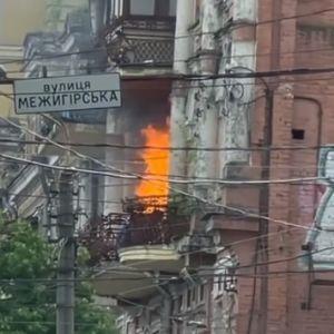 В багатоповерхівці на Подолі в Києві спалахнула пожежа (відео)