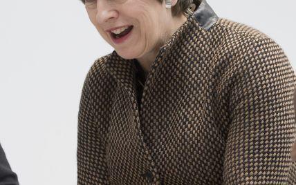 В стильном жакете и с алыми губами: Тереза Мэй посетила Лондонскую школу математики