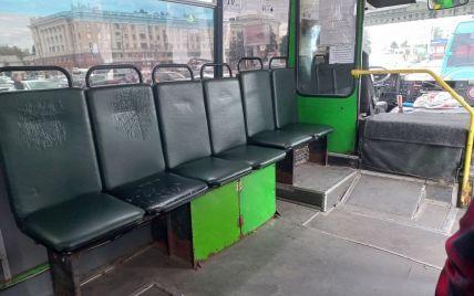 """""""Прибрали сидіння, щоб возити більше стоячих"""": у Дніпрі користувачів мережі шокувало """"оновлення"""" маршрутки (фото)"""